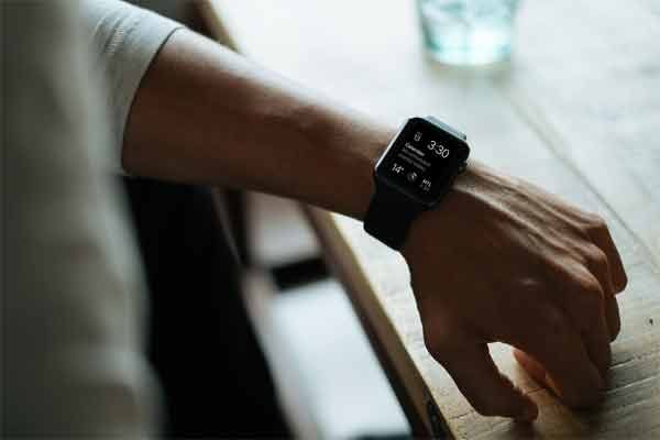 Use of SIM card in smartwatches