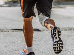 Right Ways To Put Tight Knee Sleeves